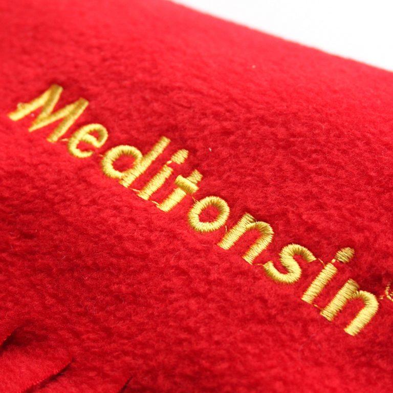 Kunde Medice, Produkt Meditonsin, roter Fleece Schal mit Logostick