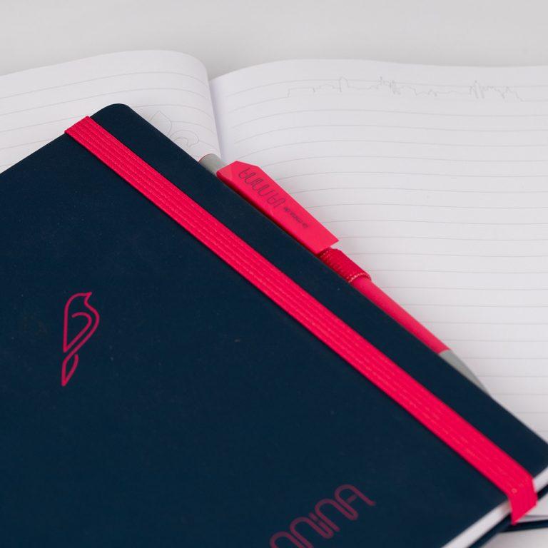 Werbemittel, O-Box, dunkelblaues Notizbuch mit Kugelschreiber